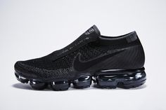 Comme Des Garcons x Nike VaporMax. The Comme Des Garcons x Nike VaporMax comes in Black or White to release early Air Max Sneakers, Moda Sneakers, Sneakers Mode, Grey Sneakers, Sneakers Fashion, Fashion Shoes, Nike Air Max, Air Max 1, Latest Nike Shoes