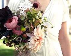 love these colors!! peach, pink and raspberry bouquet by Saipua | Photo by James Ryang