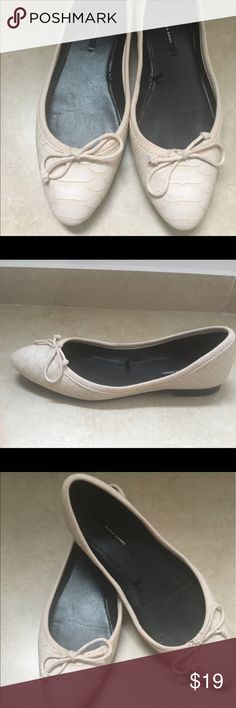 ZARA snake print off white flats size 36 eu Classy and elegant ballet flats  Worn only a couple times and in great condition  Size eu 36  From smoke -pet free environment Zara Shoes Flats & Loafers