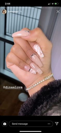 The advantage of the gel is that it allows you to enjoy your French manicure for a long time. There are four different ways to make a French manicure on gel nails. Aycrlic Nails, Dope Nails, Coffin Nails, Hair And Nails, Bling Nails, Nail Swag, Cute Acrylic Nails, Birthday Nails, Artificial Nails
