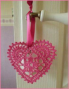 "How nice to starch and hang from a ribbon! Several charts for crochet hearts. Check the ""Also pinned from this website"" block to see more crochet. Crochet Diy, Crochet Motifs, Crochet Home, Thread Crochet, Crochet Gifts, Irish Crochet, Crochet Doilies, Crochet Flowers, Crochet Stitches"