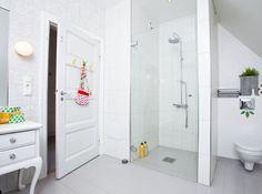 Another minimal, white, Scandinavian bathroom.