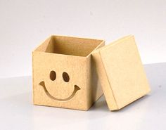 Small Square Smiley Face Box to Decorate 7.5x7.5x7cm