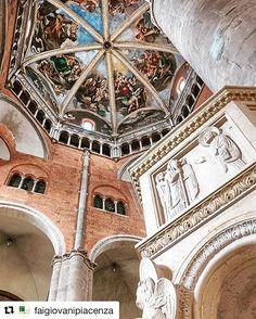 Piacenza - Duomo - Cupola del Guercino - Che stupendo contrasto di materiali e colori che ci regala ogni volta il nostro duomo! #Repost @faigiovanipiacenza ・・・ Louvre, Aesthetics, Building, Red, Travel, Instagram, Italia, Viajes, Buildings