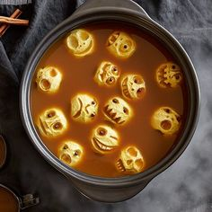 Recipes - Halloween Hot+Apple+Cider+with+Shrunken+Apple+Skulls+- +The+Pampered+Chef® This spooky cider will be a big hit! you can find similar pins be. Comida De Halloween Ideas, Soirée Halloween, Halloween Food For Party, Holidays Halloween, Halloween Potluck Ideas, Halloween Coctails, Creepy Halloween Food, Haloween Party, Scary Food