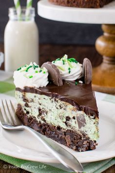 Layers of creamy cheesecake and a soft chewy brownie make this Thin Mint Cheesecake Brownie Cake your new favorite dessert to share with friends. Thin Mint Cheesecake Brownie Cake submitted by Inside BruCrew Life Mint Cheesecake, Cheesecake Brownies, Cheesecake Recipes, Dessert Recipes, Top Recipes, Simple Recipes, Mint Chocolate Cheesecake, Recipes Dinner, Mint Desserts
