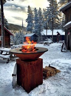 The OFYR Grill is a wood fired grill that has a round steel cooking surface and corten steel frame. The OFYR grill is versatile for outdoor cooking. Grill Bar, Fire Grill, Winter Bbq, Plancha Grill, Outdoor Events, Outdoor Decor, Yoga Holidays, Into The Fire, Backyard