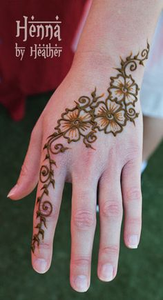 Simple Mehendi designs to kick start the ceremonial fun. If complex & elaborate henna patterns are a bit too much for you, then check out these simple Mehendi designs. Animal Henna Designs, Henna Flower Designs, Mehndi Art Designs, Mehndi Designs For Hands, Simple Mehndi Designs, Henna Tattoo Designs, Henna Tattoos, Henna Flowers, Paisley Tattoos