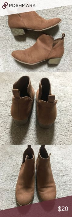 30 MINUTE SALE!! Brown Boots Good Overall  Condition! Has a pen mark on the right shoe Shoes