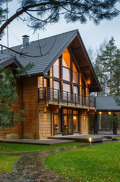 Classic collection: traditional Scandinavian style log homes for quality living - Honka Log Homes Exterior, Rustic Houses Exterior, Exterior Design, Exterior Paint, Exterior Doors, Plan Chalet, Log Home Living, Living Room, Scandinavian Style Home