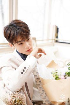 Cha Eun Woo, Cute Asian Guys, Cute Korean Boys, Asian Boys, Korean Men Hairstyle, Astro First, Cha Eunwoo Astro, Astro Wallpaper, Lee Dong Min