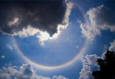 Rare Rainbow Formations: Circular rainbows: Most of the rainbows we see are actually arcs of perfect circles (with, accordingly, radii of exactly 42 degrees).