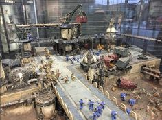 beyondthetabletopStunning new diorama just in the entrance to Warhammer World. I absolutely love how they've combined all the kits together.