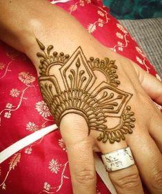 Cool Henna Designs For Women - PinningFashionPinningFashion Hand Tattoos, Rose Hand Tattoo, New Tattoos, Cool Henna Designs, New Tattoo Designs, Mehendhi Designs, Simple Henna Tattoo, Black Henna, Henna Patterns