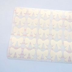 This listing is for 50 White Bow stickers. These cute stickers are great for birthdays, planners, parties, holidays, baby showers, weddings, events or just for fun decorative purposes.  Quantity: 1 Set include 50 Bow Stickers Sticker size: 2.3 cm (0.90 inch) width  Shipping from Portugal/EUROPE. This product ships with a tracking number!  Looking for another color, size or design? Send me a message!  Thank you for visiting my shop. Come back soon!  Follow StickersDesigns on Instagram fo...