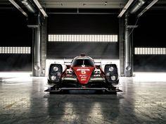 Toyota Racing GAZOO develó el nuevo híbrido TS050, carro en el que Toyota fija sus esperanzas para imponerse en la nueva temporada de competición del Campeonato Mundial de Resistencia (WEC). Luego de una difícil defensa de los títulos mundiales conseguidos hasta el 2015, Toyota se ha planteado objetivos de rendimiento difíciles con la finalidad de...