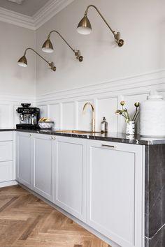 Hjalmar Brantings Plads 4, 3 — Anna Reventlow Nordic Kitchen, Rustic Kitchen, Kitchen Decor, Modern Kitchen Design, Interior Design Kitchen, Country Look, Apartment Interior Design, Apartment Kitchen, Kitchen Furniture