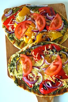 Naanbread with pesto and grilled vegetables! Pureed Food Recipes, Veggie Recipes, Cooking Recipes, Gourmet Recipes, Chicken Recipes, Easy Healthy Breakfast, Healthy Snacks, Healthy Recipes, Breakfast Ideas