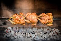 Learn how to make and prepare the recipe for Kotopoulo tis Souvla, also known as Greek spit-roasted chicken. Healthy Greek Recipes, Greek Chicken Recipes, Roast Chicken Recipes, Bbq Chicken, Roasted Chicken, Tandoori Chicken, Greek Dishes, Mediterranean Recipes, Cooking Recipes