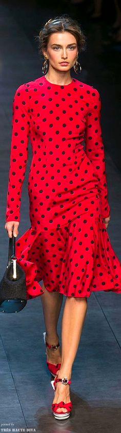 Dolce & Gabbana Spring 2014 Ready-to-Wear Fashion Show - Andreea Diaconu Dots Fashion, Red Fashion, Runway Fashion, High Fashion, Fashion Show, Womens Fashion, Estilo Fashion, Ideias Fashion, Mode Inspiration