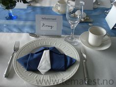 Serviettbretting! til drenge konfirmation....engang Table Presentation, Niklas, Napkin Folding, Decoration Table, Christening, Party, Napkins, Decorative Boxes, Projects To Try