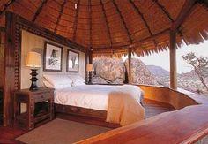 casa con techo de paja en la playa yucatan   ... con techo de paja y con una cama colonial que la hace muy acogedora