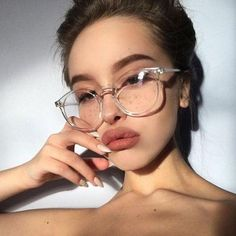 Cute Glasses Frames, Womens Glasses Frames, Cool Glasses, Makeup With Glasses, Big Round Glasses, Transparent Glasses Frames, Girls In Glasses, Stylish Glasses For Women, Women With Glasses