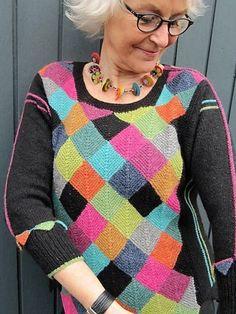 "Størrelse: S – M – L – XL – XXLDominostrikket trøje med mange spændende ""finesser""Design: Ketty Conrad Knit Cardigan, Mittens, Plaid Scarf, Knit Crochet, Crochet Patterns, Vintage Fashion, Beanie, Stripes, Knitting"
