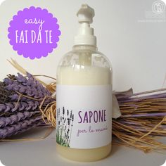 DIY liquid hand soap- Sapone liquido per le mani fai da te DIY liquid hand soap - Crafty Hobbies, Hobbies To Try, Hobbies That Make Money, Hobby Lobby Crafts, Homemade Detergent, Savon Soap, Birthday Gifts For Husband, Liquid Hand Soap, Handmade Cosmetics