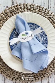 Free printable happy Easter napkin rings to add a custom touch to your Easter table. They can also be used as place cards or gift tags. Easter Table Settings, Easter Table Decorations, Easter Centerpiece, Easter Decor, Holiday Decorations, Blue Centerpieces, Wedding Centerpieces, Easter Party, Easter Gift