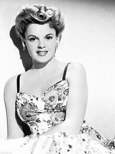 """In Hollywood, beauty was definitely what you were measured by, and I didn't have it"" - Judy Garland Old Hollywood Stars, Old Hollywood Glamour, Golden Age Of Hollywood, Vintage Hollywood, Classic Hollywood, Classic Actresses, Classic Films, Actors & Actresses, Divas"
