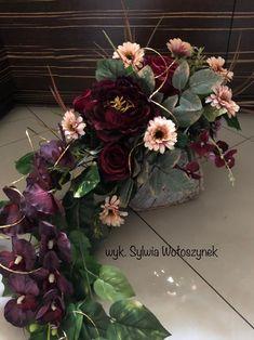 Kompozycja nagrobna 2018 wyk. Sylwia Wołoszynek Grave Decorations, Flower Decorations, Cascade Design, Funeral Memorial, All Saints Day, Ikebana, Graduation Gifts, Pretty Flowers, Flower Arrangements