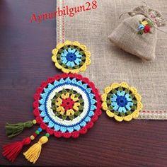 Para Vender No photo description. Crochet Scarves, Crochet Doilies, Crochet Flowers, Crochet Hats, Burlap Crafts, Felt Crafts, Crochet Designs, Crochet Patterns, Crochet Decoration