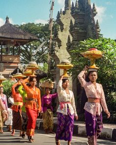 Balancing food offerings on their heads women in Ubud Bali walking in a procession to their local temple to dedicate and bless their homes food. Photo from my book #VanishingAsia #bali #ubud