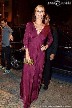 Carolina Dieckmann usa vestido longo e decotado na festa de aniversário de Lulu Santos, realizada no Hotel Copacabana Palace, no Rio de Janeiro, em 3 de maio de 2013