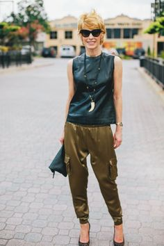The Middle Page : Khaki and blue Office Uniform, Advanced Style, All Things Beauty, Cargo Pants, Parachute Pants, Stress, Leather, Middle, Blue