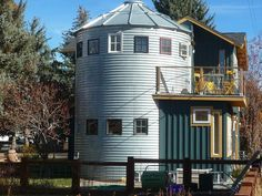 grain silo converted into house! Silo House, Grain Silo, Unusual Homes, Pole Barn Homes, Round House, Interior Exterior, Little Houses, Building A House, Building Ideas