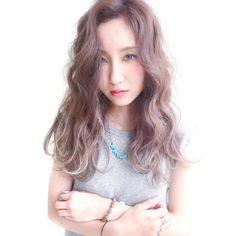 Check for more information!.. http://goo.gl/v9KBj6 ラベンダーベースに細めのハイライトを入れた外国人風グレージュカラー 黄ばみを一切ゆるさない色落ちも意識したカラーリング #ankhcross #hairstyle #haircut #haircolor #follow #followme #cute #girl #like #love #fashion #beauty #photooftheday #ヘアスタイル #美容師 #美容室 #撮影 #モデル #サロンモデル #アンククロス #カラー #ヘアカラー #カット #シールエクステ #グラッシュ #シェルカラー #グレージュ #外国人風