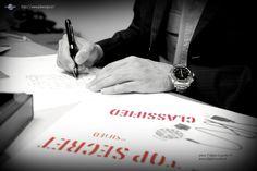 Una penna e un orologio non possono mancare nella dotazione di qualsiasi persona operativa figuriamoci per uno 007.. piccolo particolare.. questi, anche se non sembrano, non sono una penna ed un orologio NORMALI!