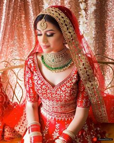 "The Crimson Bride on 📌 "" 's timeless red lehenga and contrasting jewellery is only adding grace to her minimal bridal look 😍 Indian Wedding Makeup, Indian Bridal Outfits, Indian Bridal Lehenga, Indian Bridal Wear, Indian Makeup, Indian Dresses, Wedding Lehnga, Muslim Wedding Dresses, Bridal Dresses"
