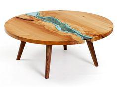 Designer usa vidro (e criatividade!) para criar lagos e rios em mesas de madeira