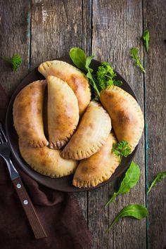 Spanish dumplings: 3 ingenious empanadas recipes for baking - Spanische Rezepte - Salat Native American Fry Bread, Tapas Party, Eggplant Dishes, Tapas Recipes, Dominican Food, Mushroom Recipes, Food Dishes, Finger Foods, Food Inspiration