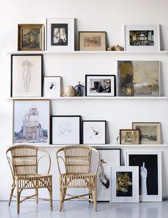 gallery wall using shelves //Galleri – Linda Åhman Interior Designer – Chic Home Office Design Inspiration Wand, Interior Inspiration, Daily Inspiration, Floor Art, Home And Living, Interior And Exterior, Exterior Design, Living Spaces, Sweet Home