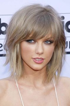 New Most Popular Short Hairstyles For Thin Hair FashionsPickcom thin hair cuts short - Thin Hair Cuts Layered Haircuts For Women, Haircuts For Medium Hair, Hairstyles With Bangs, Medium Hair Styles, Easy Hairstyles, Short Hair Styles, Layered Hairstyles, Hairstyles 2018, Wedding Hairstyles