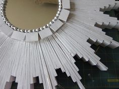 STARBURST MIRROR tutorial on Momtastic. I am so going to do this.