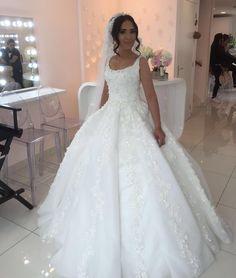 Gamzemde çok güzel gelın oldu, bızım gelınlerımız hep en güzelı 😉😘👸🏽😍 @ebrusanciozturk elbısesınde harıka görünüyor👌👌Tüm Ebru Sanci gelinlikleri La Perle Rotterdamda  #bride #bridal #weddingdresses #luxurywedding #couturewedding #wedding #dügün #dantel #gelin #gelinlik #lace #abiye #bruiloft #bruidsjurk #galajurk #handmade #custommade #arabweddings #abudhabi #kuwait #doha #dubai #belcika #almanya #hollanda #laperless