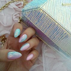 Hologram nails