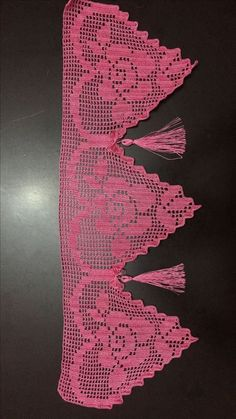 This Pin was discovered by Nag Filet Crochet, Crochet Doilies, Crochet Lace, Crochet Stitches, Crochet Designs, Crochet Patterns, Crochet Boarders, Smocking Tutorial, Crochet Toddler