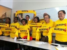Bersih 2.0 secretariat officer Mandeep Singh said the yellow T-shirts printed with the words 'Bersih 4' have been selling like hotcakes. — Picture by Boo Su-Lyn