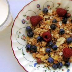 Homemade muesli is hearty mixture of grains, seeds, and dried fruit that makes for a nutritious breakfast. Easy to prepare and will feed you for weeks! High Protein Breakfast, Nutritious Breakfast, Breakfast For Kids, Healthy Breakfast Recipes, Homemade Breakfast, Wheat Berries Nutrition, Muesli Recipe, Biscuits, Healthy Sweet Snacks